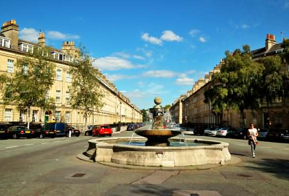 Fountain in Laura Place looking up Great Pulteney Street
