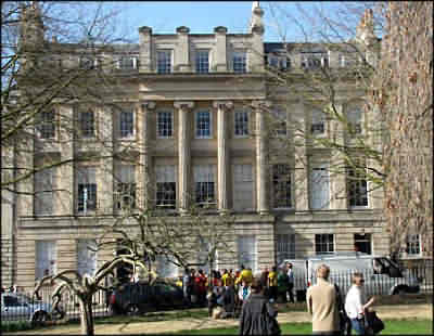 http://www.cotswolds.info/images/Bath/museums/Bath_Royal_Literary_&_Scientific_Institution_museum.jpg
