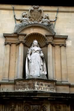 Statue of Queen Victoria in Bridge Street Bath
