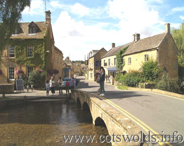 Bourton On The Water Tourist Information And Travel Guide
