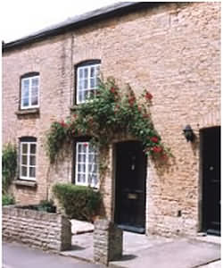 Cosy Cotswold stone cottage, dating back to the mid 19th century, is an ideal 'bolt hole' for those wishing to unwind, whatever the season.