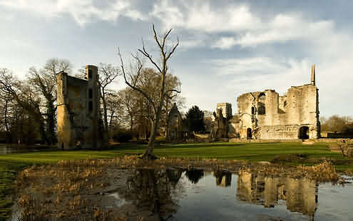 The romantic ruins of Minster Lovell Hall