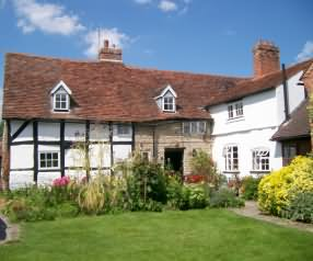 Pear Tree Cottage Holiday Apartments, 7 Church Road, Wilmcote, Stratford-upon-Avon, Warwickshire