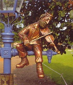 Fiddler sculpture at Stratford by Frank Meisler