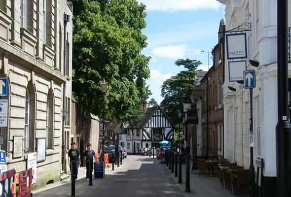 Street in centre of Warwick